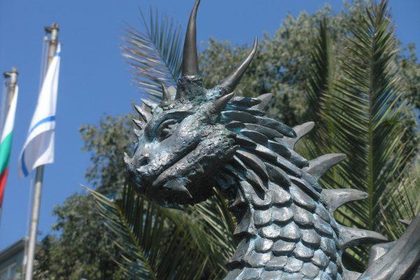 """Скульптура """"Любовь драконов"""". Фигура из пенопласта и стеклопластика"""