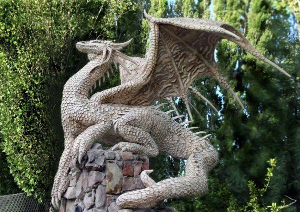 Скульптура дракон. Фигура из пенопласта и стеклопластика