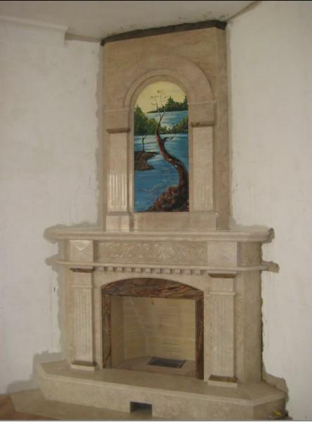 Угловая каминная облицовка с картиной по индивидуальному проекту