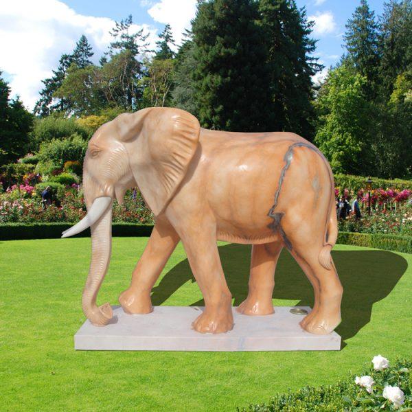 Скульптура слона. Фигура из пенопласта и стеклопластика