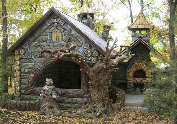 Скульптура из стекломата и бетона: сказочный домик