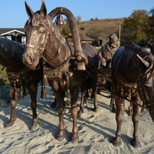 Фигура из стеклопластика и пенопласта: Тройка лошадей
