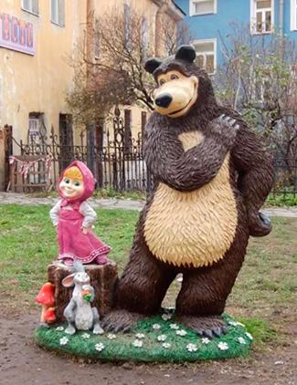 Скульптуры Маши и Медведя из стеклопластика
