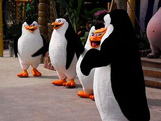 Фигуры пингвинов из пенопласта