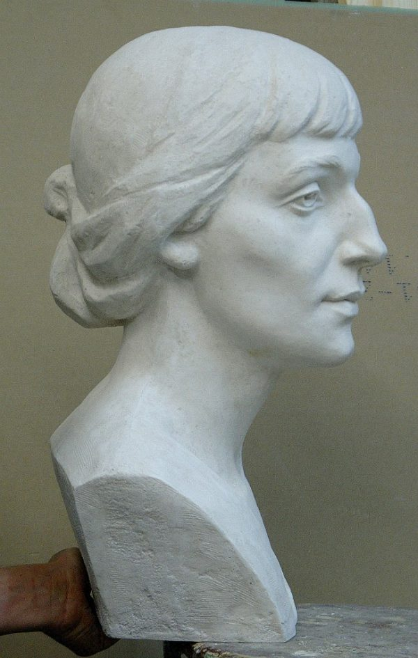 Скульптура из пенопласта и стеклопластика: Бюст А.А. Ахматовой