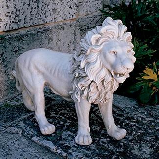 Скульптура льва из гипса