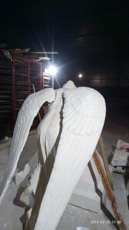 Скульптура из пенопласта и стеклопластика: Ангел скорби