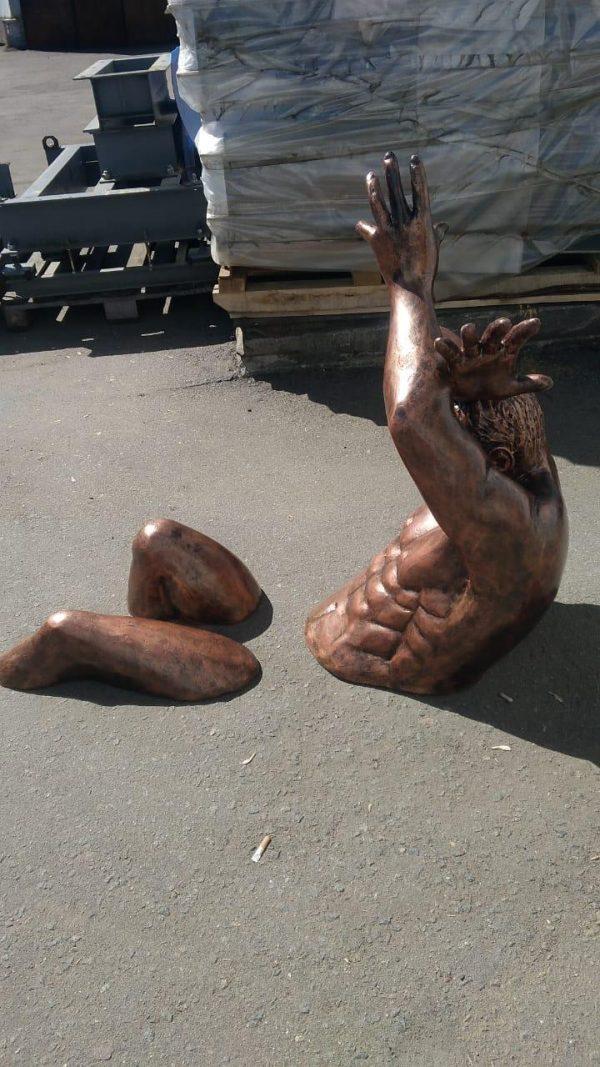 Скульптура из пенопласта и стеклопластика: Атлант