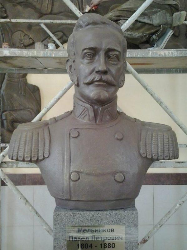 Скульптура из пенопласта и стеклопластика: Бюст П.П. Мельникова