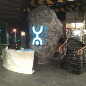 Скульптура из пенопласта и стеклопластика: Метеорит с логотипом