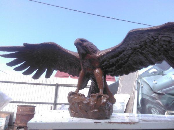 Скульптура из пенопласта: Взлетающий орел