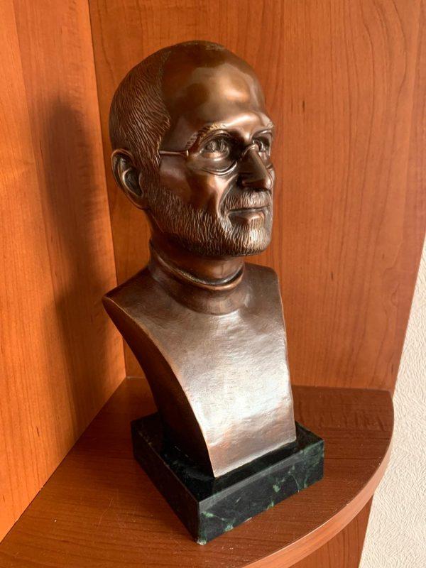 Скульптура из бронзы: Эксклюзивный бюст Стива Джобса