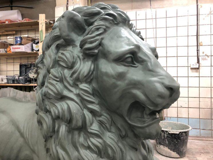 Скульптура из бетона: Лежащий лев