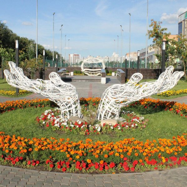 Скульптура из проволоки: Ладони