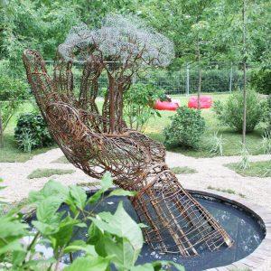 Скульптура из проволоки: Дерево на ладони