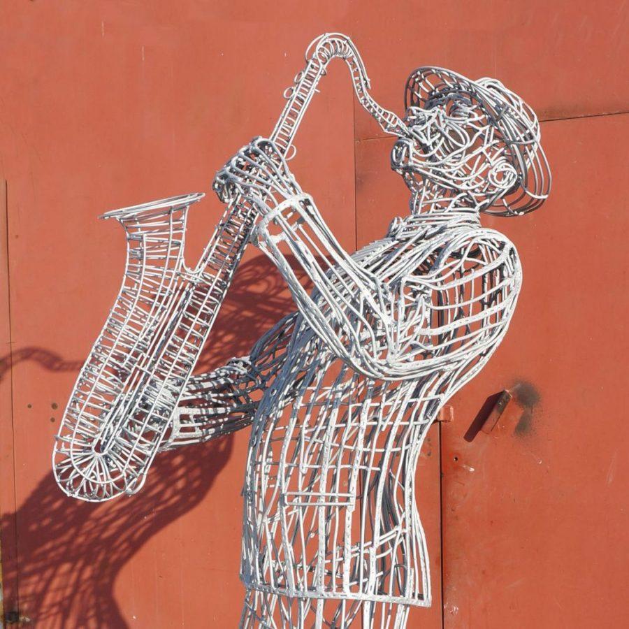 Скульптура из проволоки: Музыкант