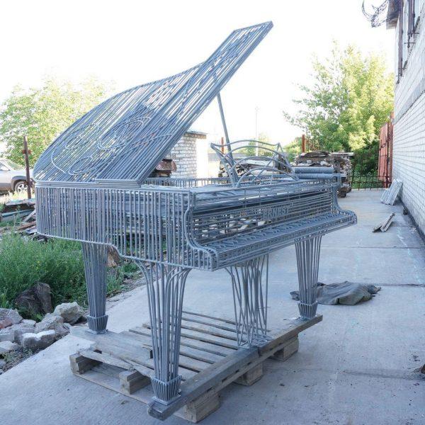Скульптура из металла: Рояль