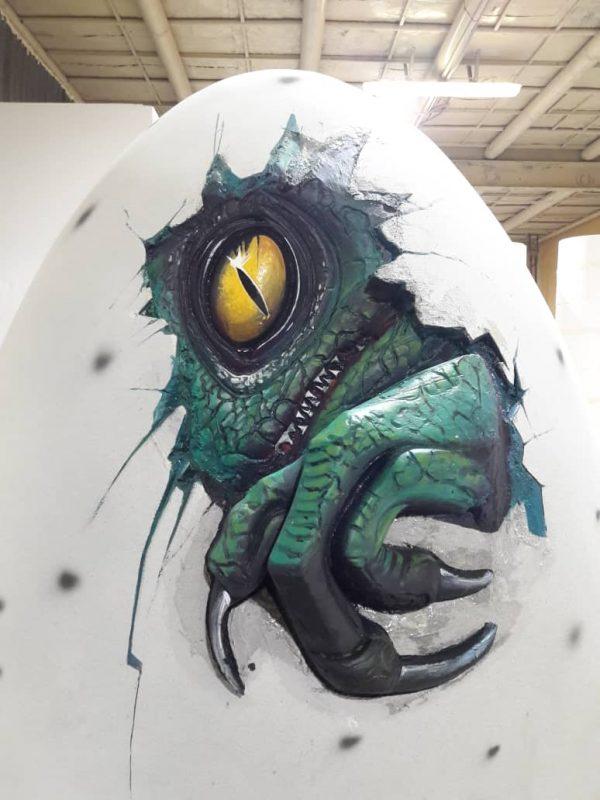 Скульптура из пенопласта и стеклопластика: Рождение динозавра