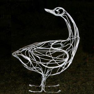 Скульптура из проволоки: Гусь