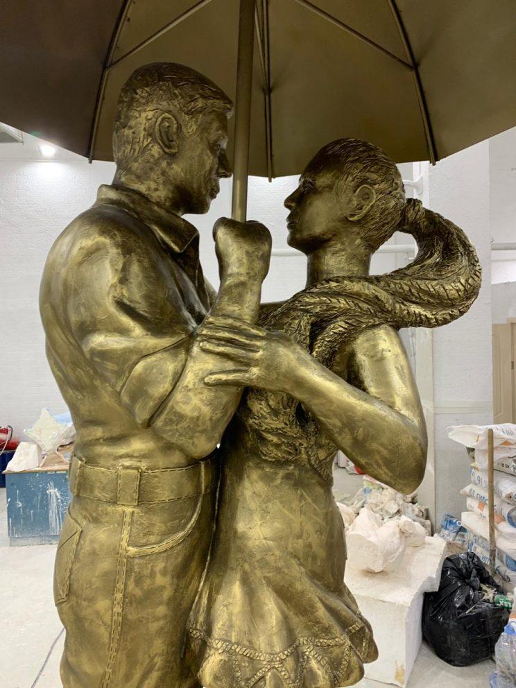 """Скульптура из бетона: Парковый фонтан """"Пара под зонтом"""""""