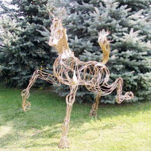 Скульптура из проволоки: Конь
