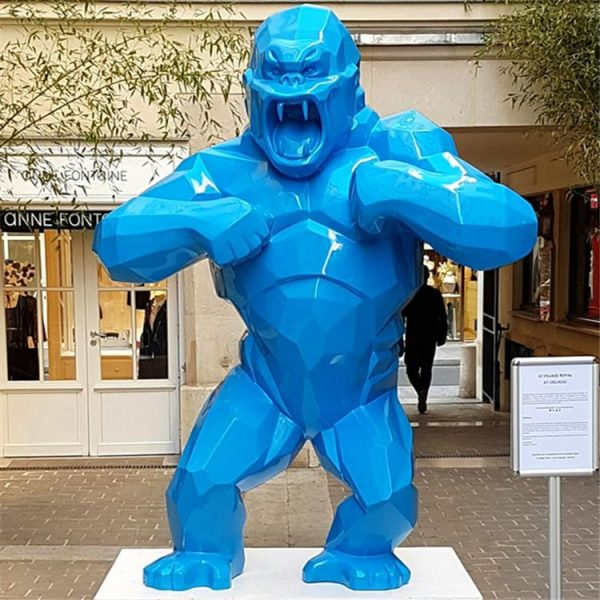 Полигональная горилла из стеклопластика. Скульптура Кинг Конг