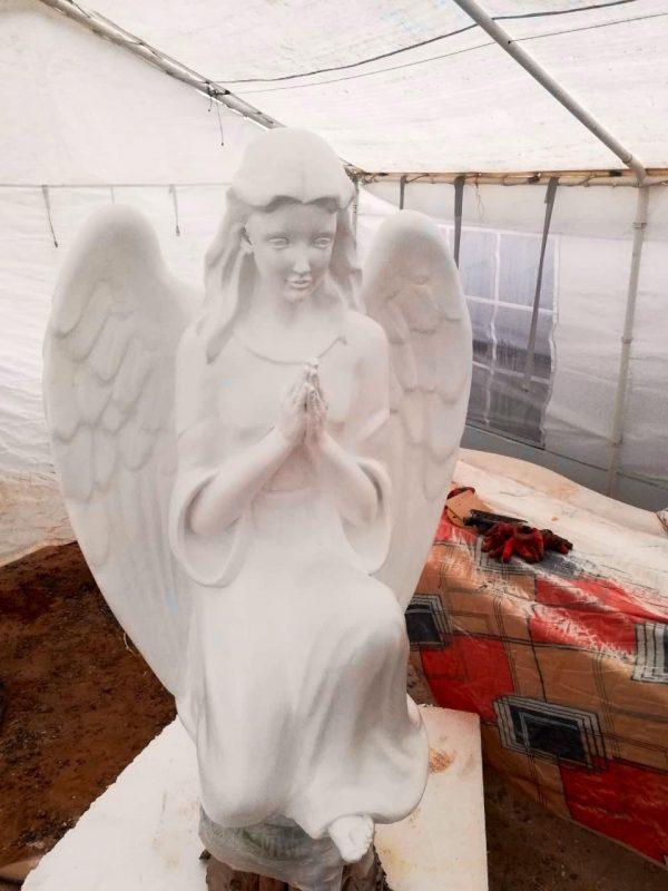 Скульптура из искусственного камня: Коленопреклоненный Ангел