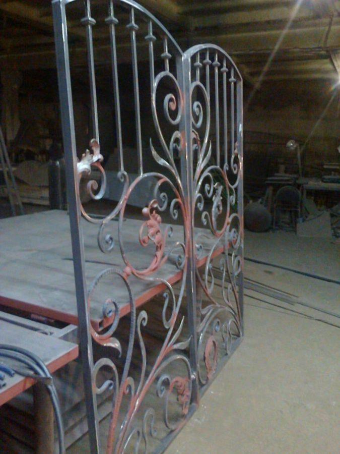 Кованые изделия: двустворчатые ворота
