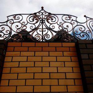 Кованые изделия: декоративный забор