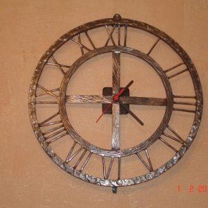 Кованые изделия: часы
