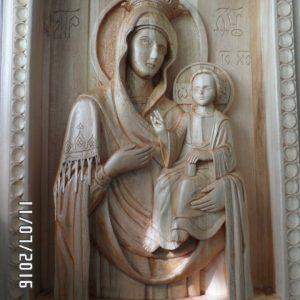 Икона из дерева: Богородица с младенцем Христом