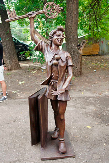 Сказочные статуи