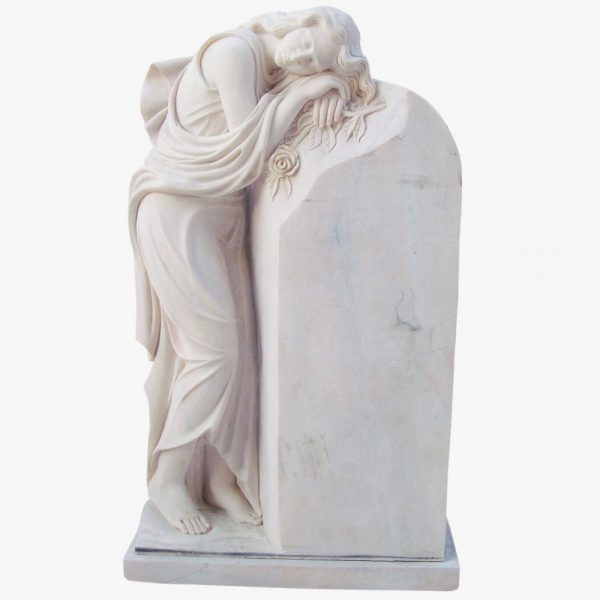 Скульптура из мрамора: Девушка на камне
