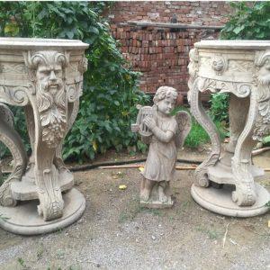 Скульптура из мрамора: Старинные вазы для сада