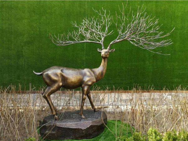 Статуя из бронзы: Олень-01