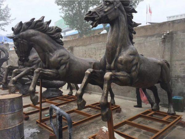 Скульптура из бронзы: Лошадь-01