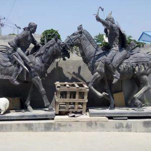 Статуя из бронзы: Бронзовые войны