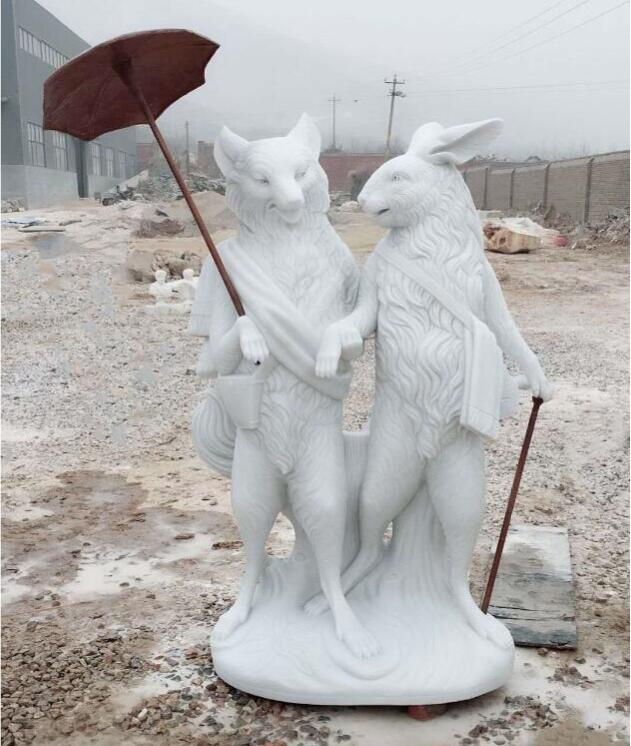 Скульптура из мрамора: Лиса и Руббит