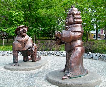 Фигуры и статуи из сказок и мультиков