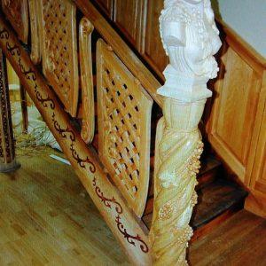 Деревянное обрамление лестницы