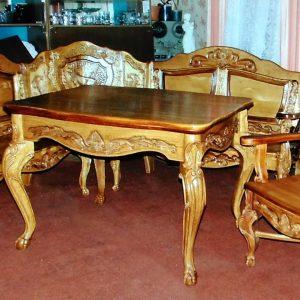 Деревянная мебель: Стол и стулья. Гарнитур