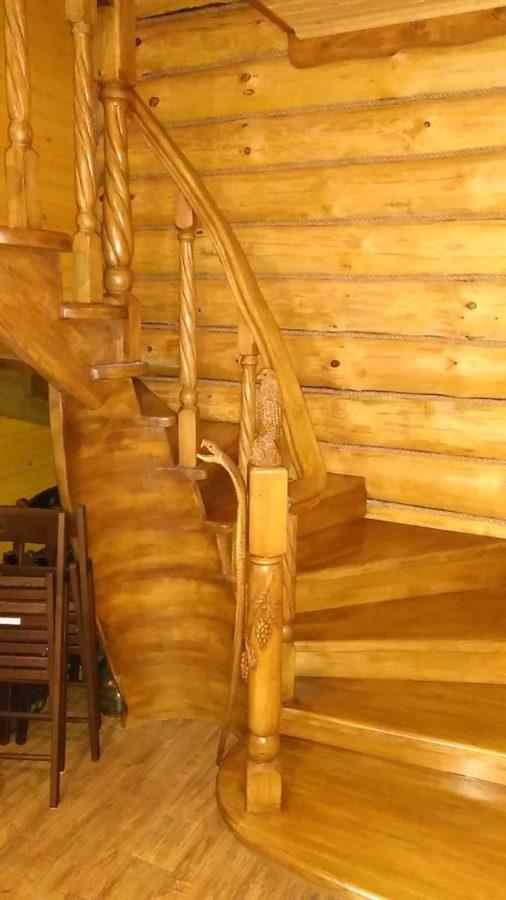 Деревянная скульптура: Оформление лестницы фигурками