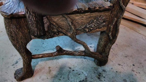 Деревянная мебель: Резное кресло