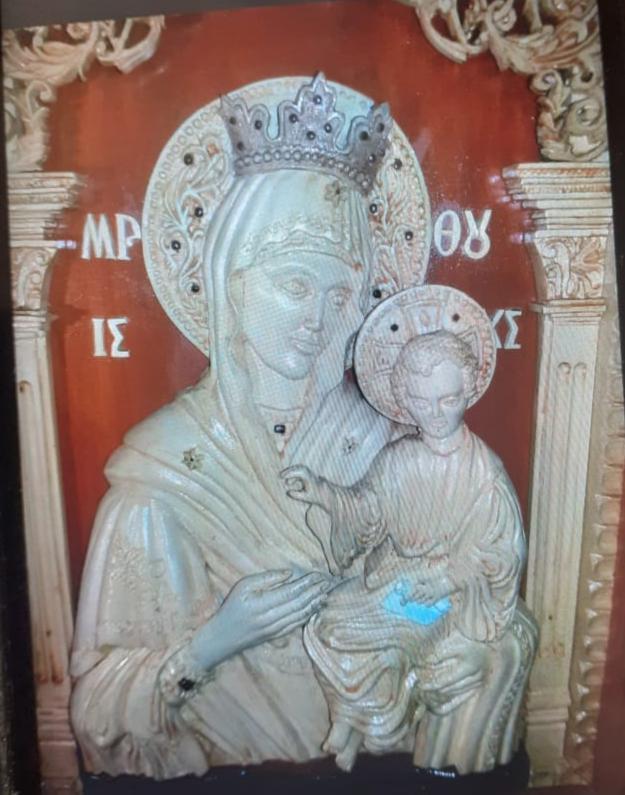 Икона из дерева: Резная деревянная икона Богородицы