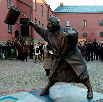 Большие статуи