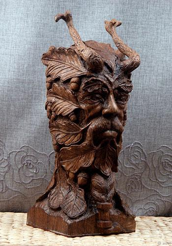 Скульптуры и статуи из дерева