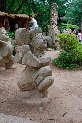 Забавные корейские скульптуры