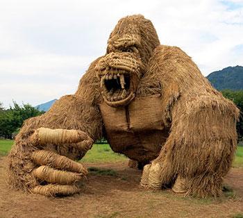 Статуи из рисовой соломы