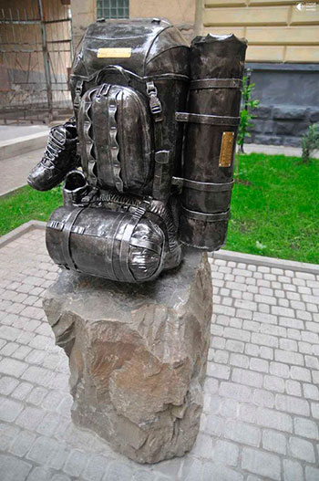 Скульптуры сумочек и кошельков