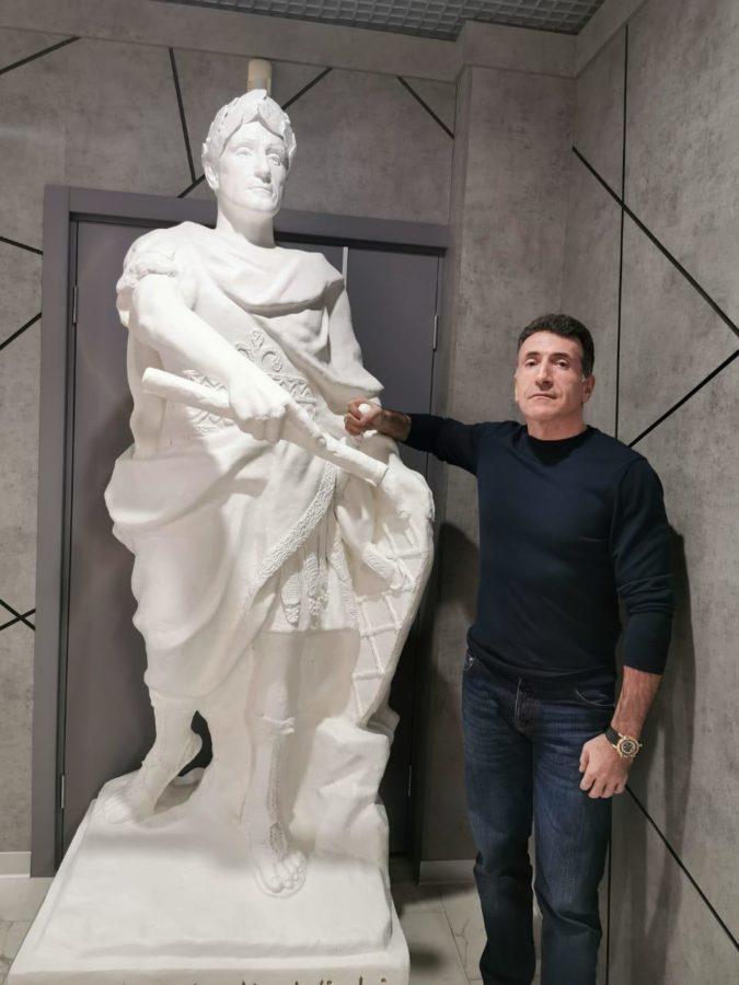Скульптура из искусственного камня: Портретная скульптура мужчины в образе Гая Юлия Цезаря